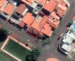 Título do anúncio: Um lote de terreno, com área de  300,00m², com ampla residência com 232,00 m².