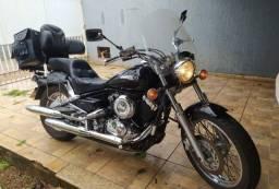 Título do anúncio: vendo moto yahamaha dragstar 650 preta 2008, pneus novos