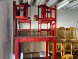 Mesas com 4 e 6 cadeiras