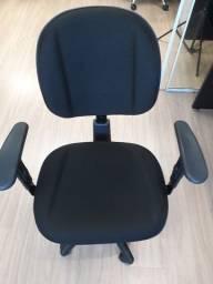 Título do anúncio: Cadeira Giratória Back System Gerente Gomada Base Preta Braço Regulável Tecido Preto