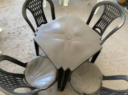 Título do anúncio: Temos jogo completo de mesa e cadeira plástica nova no atacado