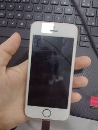 Título do anúncio: Vendo iPhone 6SE 64 GB ROSÉ bem conservado
