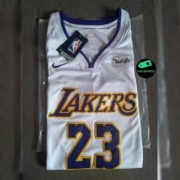 Camisas de times de futebol e NBA