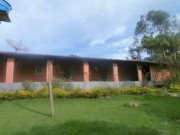 Área total 2.000m² Linda chácara casa com 03 dormitórios-Mairinque