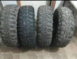 Pneus mud 235/85-R16 em bom estado