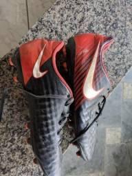Chuteira Nike Campo Magista