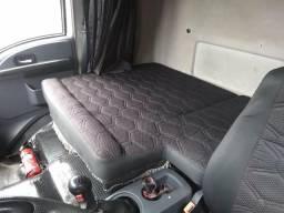 Vendo Cargo no chassis 2422 Ano:2012 A diesel. O Baú nao Acompanha o caminhão - 2013