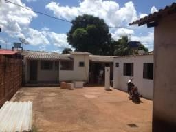 Casa- com 3 kitynetes no terreno-aluguel