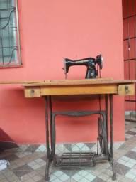 Maquina de costura elgin com gabinete e pedal