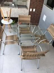 Vendo mesa com 04 cadeiras