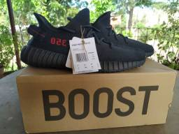 "Tênis Adidas Yeezy Boost 350 V2 ""Bred"" 42BR/10US"