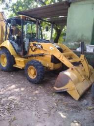 Locação de máquina retroescavadeira Caterpillar 416 E traçada 4x4