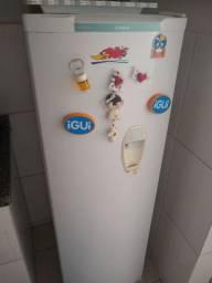 Vendo geladeira ( o gás vazou) tem que colocar)