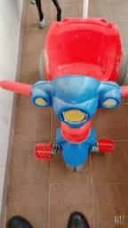 Título do anúncio: Triciclo unissex carrinho de Passeio Velocita marca Calesita Vermelho de 0 a 3 anos