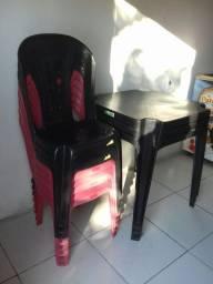 8 cadeiras e 3 messas novas