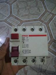 Disjuntor DR tetrapolar de 40A/30mA STECK