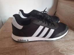 Título do anúncio: Tênis Adidas 42