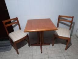 Vendo lote de mesas de dois é quatro lugares e cadeiras