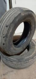 Título do anúncio: 2 pneus 235/70 aro 17.5 usados