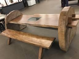 Mesa de peroba