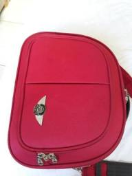 Uma maleta usada poucas vezes