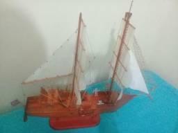 Navio Iate A Vela com muito detalhes realisticos em madeira vernizado