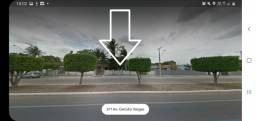 Alugo terreno na avenida Getúlio Vargas