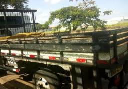 Baratissimo: Carroceria de madeira em excelente estado de conservação em são Carlos