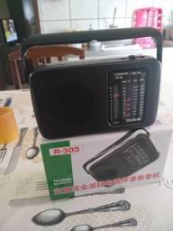 100 % novo , radio portátil FM / AM / SW / original