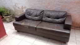 Título do anúncio: Sofá de couro ( entrego depende do lugar )