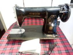 Título do anúncio: Maquina de Costura Singer Pretinha , Revisada com 3 meses de garantia , Parcelo no Cartão