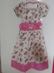 Vestido lindo tam 4_ 5 anos