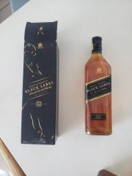 Whisky Black Label 12 Anos 1l - Lacrado E Com Caixa<br><br>