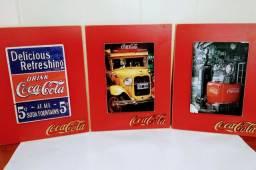 Quadros da Coca-Cola em alto relevo