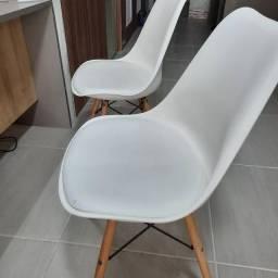 Título do anúncio: Cadeiras brancas