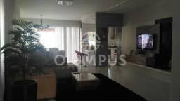 Belíssima casa de alto padrão disponível para venda com 200m² - Uberlândia/MG.