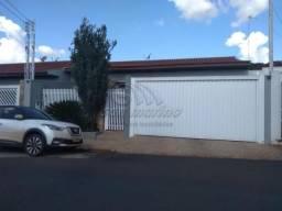 Casa à venda com 3 dormitórios em Centro, Jaboticabal cod:V4109