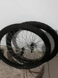 Rodas com o pneu aro 26 de barbada 110,00