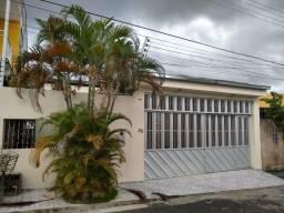 Alugo Linda Casa no Condomínio Oasis Com 02 Quartos e 1 Suíte