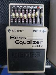 Pedal Boss Bass Equalizer na caixa com todos os panfletos