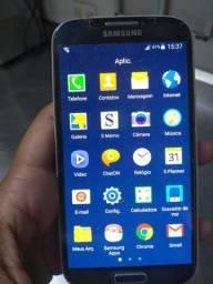 Samsung Galaxy S4 com capinha