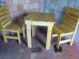Vendo mesa com quatro cadeiras
