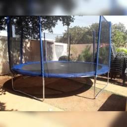 Alugo pula pula, piscina de bolinhas, mesas e Cadeiras