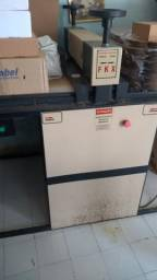 Máquina de corte e vinco semiautomatica