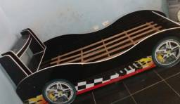 Cama de formato de carro 80 reais