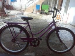 Uma bicicleta semi nova