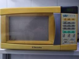 Título do anúncio: Microondas em PERFEITO ESTADO e ÓTIMO para uso doméstico