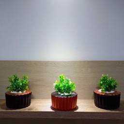 Trio de Vasos com Folhagem Artificial