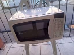 Microondas Electrolux 20 litros ZAP 988-540-491 dou garantia