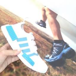 Promoção Relâmpago ?Tênis 1 linha marca Adidas apenas disponível na numeração 37 38 é 39